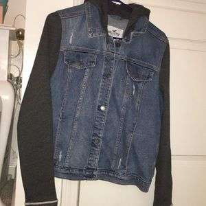 Hollister jean jacket(hooded).Worn once!